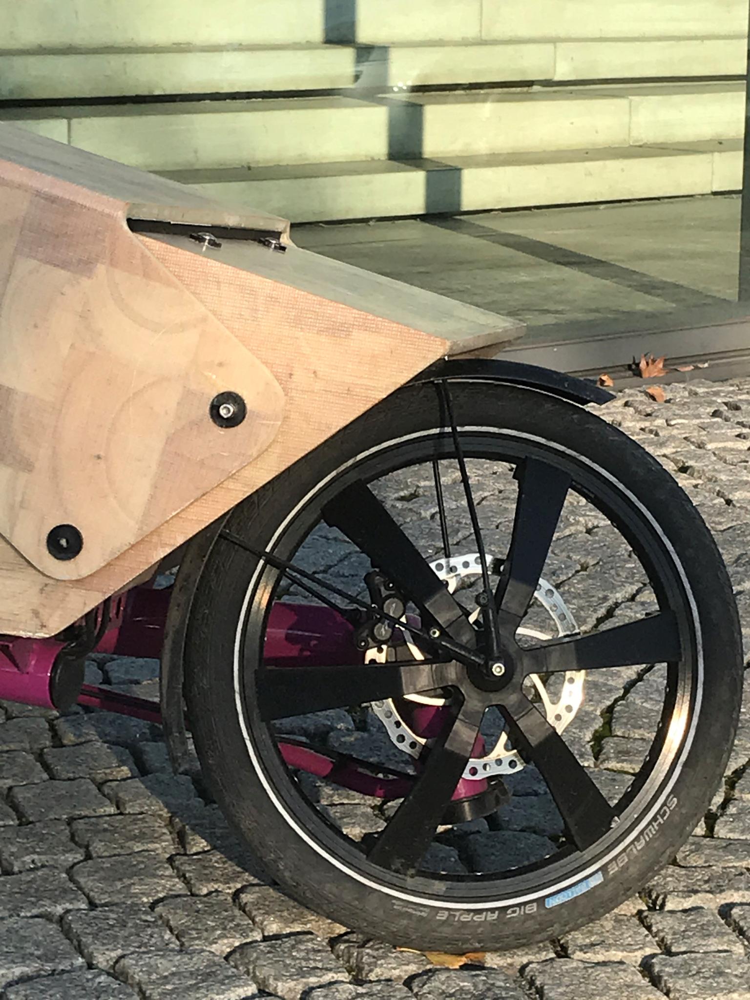 pink_10_Stadtwerke_Vorderrad.jpg